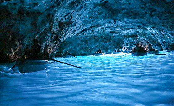 Bioluminiscencia en la Gruta Azul