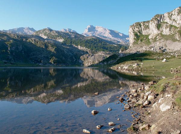 Se-puede-subir-a-los-Lagos-de-Covadonga-en-coche