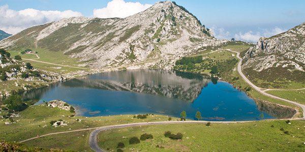 ¿Se puede subir a los Lagos de Covadonga en coche?